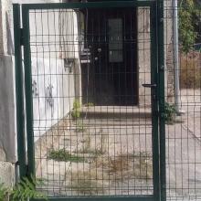Еднокрила врата на частен имот в София